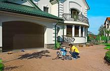Секционные гаражные ворота безопасны в эксплуатации для всех членов семьи